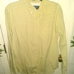 American Eagle Athletic Fit Buttoned Yellow Top -L